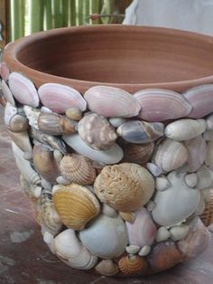 ♥ shells on clay pot - Selbermachen - amazing craft Seashell Art, Seashell Crafts, Sea Crafts, Diy And Crafts, Seashell Projects, Shell Decorations, Creation Deco, Clay Pots, Beach House Decor