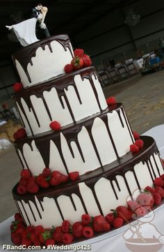 "Design W 0425 | Butter Cream Wedding Cake | 16""+12""+9""+6"" 