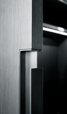The best Door Pulls to enrich your modern designs. Sliding Door Handles, Door Pulls, Sliding Doors, Sliding Door Design, Detail Architecture, Interior Architecture, Joinery Details, Boffi, Door Detail