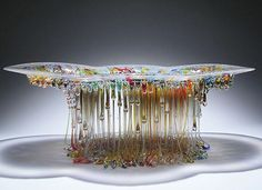 Using a meticulous melted glass fusion process, Italian artist Daniela Forti has created a colorful and luminous glass jellyfish sculpture collection. Art Of Glass, Fused Glass Art, Mosaic Glass, Stained Glass, Slumped Glass, Hot Pot, Sculpture Art, Creations, Glass Tables