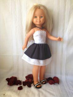 Quien tiene una Nancy, tiene un tesoro.!!!   Coleccion otoño-invierno 2016 -2017  conjuntos de abriguitos con vestidos, medias o calcet... Vestidos Nancy, Pram Toys, Nancy Doll, Doll Clothes, Flower Girl Dresses, Dolls, Wedding Dresses, Collection, Fashion