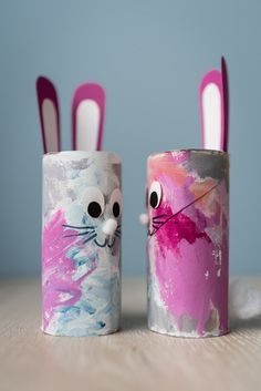 Small Easter crafts: Easter bunnies tinker with children - mini .-Kleine Osterbastelei: Osterhasen basteln mit Kindern – Mini & Stil Small Easter handicrafts: Easter bunnies tinker with children from toilet paper rolls withchildren Bunny - Cute Easter Bunny, Easter Art, Easter Crafts For Kids, Toddler Crafts, Preschool Crafts, Diy For Kids, Children Crafts, Easter Decor, Easter Eggs