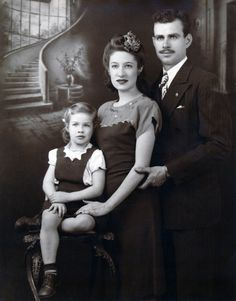 1947: Carole King and parents Eugenia and Sidney Klein.