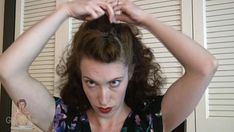 Learn this easy hairstyle trick by Tia Semer, with just a comb, some bobby pins, a hair brush, side combs and hairspray. 1940s Hairstyles Short, Bobby Pin Hairstyles, Braided Hairstyles Updo, Vintage Hairstyles, Hairstyles With Bangs, Updo Hairstyle, Prom Hairstyles, High Bun Hair, Hair Buns