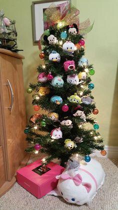 Tsum Tsum Christmas tree - neet idea if you (or your kiddos) collect Disney Tsum Tsums.