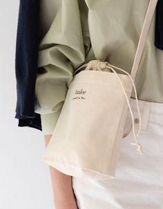 Diy Tote Bag, Tote Bags, Sacs Design, Korean Girl Fashion, Minimalist Fashion Women, Basic Outfits, Fabric Bags, Cotton Bag, Diy Clothes