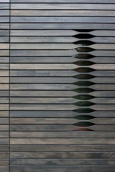 Claraboya door. Puerta con celosía. Discreto.  #IsmaelArce #ArchDesigner #ARCEarquitectos
