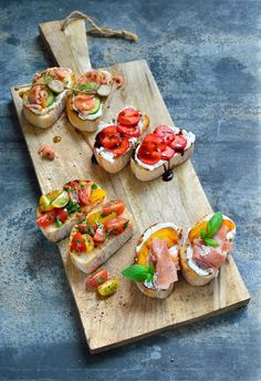 Finger Food Appetizers, Yummy Appetizers, Healthy Recipes, I Want Food, Love Food, Party Food Catering, Bruschetta Recept, Healthy And Unhealthy Food, Cheese