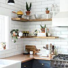Shortcuts to Open Kitchen Shelves Styling Inspiration Only - futthome Kitchen Shelf Decor, Diy Kitchen Cabinets, Kitchen Shelves, Kitchen Tiles, Kitchen Countertops, Maple Cabinets, Corner Shelves, Diy Cupboards, Design Kitchen