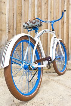 Villy Custom is not just a bicycle Brand. They allow personal expression for all of their customers by offering them the ability to design. Custom Beach Cruiser, Beach Cruiser Bikes, Cruiser Bicycle, Velo Vintage, Vintage Bicycles, Bici Retro, Motorised Bike, Bicycle Brands, Bike Style