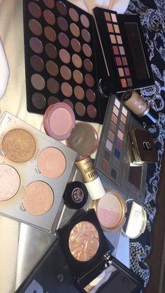 Pin by hanna ✨? on makeup products. Beautiful Eye Makeup, Love Makeup, Makeup Kit, Makeup Inspo, Beauty Makeup, Makeup Products, Snapchat Makeup, Pinterest Makeup, Spring Makeup