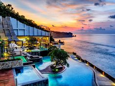 Bali Anantara Uluwatu Bali Resort Indonesia, Asia Set in a prime location of Bali, Anantara Uluwatu Bali Resort puts everything the city has to offer just outside your doorstep. The property features a wide range of facilities to make your stay a pleasant experience. Free Wi-Fi in all rooms, chapel, shrine, 24-hour front desk, 24-hour room service are there for guest's enjoyment. Each guestroom is elegantly furnished and equipped with handy amenities. The hotel's peaceful atmo...