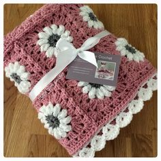 Love the daisies and border – Artofit Baby Afghan Crochet, Granny Square Crochet Pattern, Afghan Crochet Patterns, Crochet Squares, Crochet Stitches, Crochet Gifts, Free Crochet, Knit Crochet, Baby Knitting