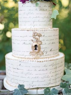 Locket and calligraphy on cake