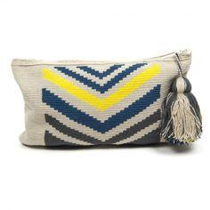 ınstagram: @kehribar_hobi_atolyesi ●●● ●Clutches Wayuu Crochet Clutch, Crochet Handbags, Crochet Purses, Inkle Weaving, Card Weaving, Tapestry Bag, Tapestry Crochet, Crochet Crafts, Crochet Yarn