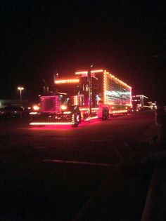 Chicken lights and chrome! When you break your neck to look at this. you know your a truckers wife Custom Peterbilt, Peterbilt Trucks, Show Trucks, Big Rig Trucks, Custom Big Rigs, Custom Trucks, Custom Paint Jobs, Sweet Cars, Diesel Trucks
