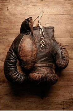 vintage leather gloves- Learn to box. Arte Hip Hop, Photocollage, Its A Mans World, Man Up, Vintage Box, Vintage Gloves, Vintage Sport, Vintage Items, Earth Tones