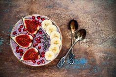 Higo, plátano, granada y chía si quieres un sabor mediterráneo. Breakfast Bowls, Vegan Breakfast, Vegetarian Recipes, Healthy Recipes, Food Charts, Fresh Figs, Juicing For Health, Healthy Cooking, Healthy Food