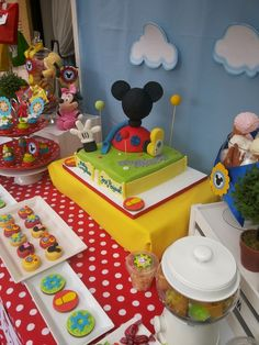 Treats at a Mickey Mouse Clubhouse Party #mickeymouse #partytreats