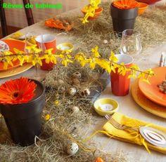 Table de Pâques - table de Pâques orange décorée avec du foin - Vous décorez votre intérieur pour Pâques ? Témoignez !