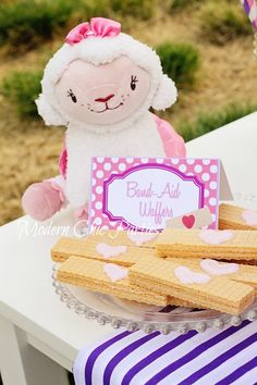 Doc McStuffins party printables. Look at the cute edible band-aid idea.