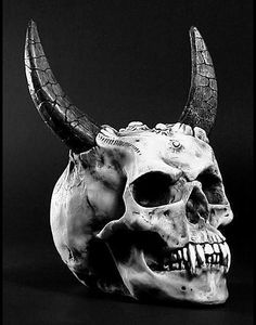 Skull with horns Buho Tattoo, Skull With Horns, Skull Reference, Totenkopf Tattoos, Satanic Art, Skull Artwork, Desenho Tattoo, Skulls And Roses, Arte Horror