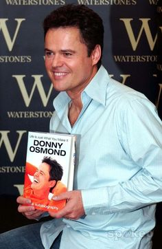 Gareth Gay-alpha-Globe Photos, Inc. 058966 09-06-2005 Donny Osmond Signs Copies of His Autobiography Life Is Just What You Make of It Waterstones in Oxford Street , London