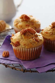Chiquita Banana Honey Pecan Muffins - subbed in walnuts because it's what I had handy. Really good recipe. Banana Recipes, Muffin Recipes, Breakfast Recipes, Dessert Recipes, Brunch Recipes, Bread Recipes, Sweet Recipes, Healthy Recipes, Streusel Muffins