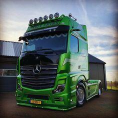 Show Trucks, Big Trucks, Gaz Monkey, Mercedes Benz Commercial, Mb Truck, Customised Trucks, Hot Black Women, Sport Truck, Mercedes Benz Trucks
