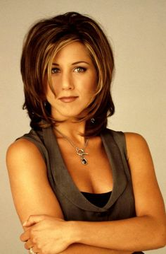 Who wouldn't love to emulate the early Jennifer Aniston hairstyle? Let's take a look at the myriad range of Jennifer Aniston hair, which in 2015 can be emulated as well. 90s Hairstyles, Celebrity Hairstyles, Layered Hairstyles, College Hairstyles, Shaggy Hairstyles, Woman Hairstyles, Hairdos, Vintage Hairstyles, Bob Hairstyle