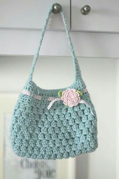 Cute Crochet Bag with link to free pattern Crochet Purse Patterns, Crochet Shell Stitch, Crochet Handbags, Crochet Purses, Knit Or Crochet, Crochet For Kids, Crochet Crafts, Crochet Hooks, Free Crochet