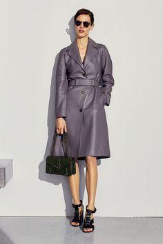 See the complete Bottega Veneta Pre-Fall 2017 collection.