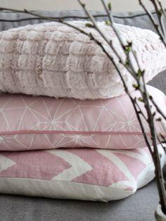 sofishusdrommar.blogspot.nl - pretty pink pillows