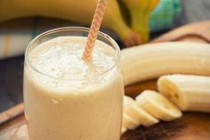 banana-almond milk smoothie snacks under 100 calories 300 Calorie Meals, 100 Calorie Snacks, Peanut Butter Milkshake, Peanut Butter Banana, Banana Coconut, Banana Nut, Banana Split, Almond Butter, Smoothies Banane