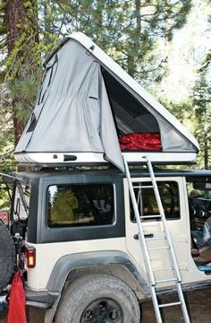 Jeep Wrangler With Discovery Evolutions Rooftop Tent - A must have when the trailin' begins. 'This would be the a dream to have on my dream jeep wrangler unlimited' Jeep Jk, New Jeep Wrangler, Jeep Truck, Jeep Wrangler Camping, Ford Trucks, Jeep Garage, Jeep Wranglers, Camping Jeep, Jeep Tent