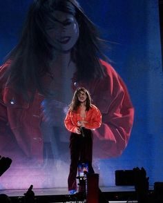 Image discovered by Mika. Find images and videos about selena gomez and revival tour on We Heart It - the app to get lost in what you love. Selena Gomez Tour, Selena Gomez Album, Selena Gomez Cute, Selena Gomez Outfits, Selena Selena, Selena Gomez Wallpaper, Look At Her Now, Forever Girl, Marie Gomez