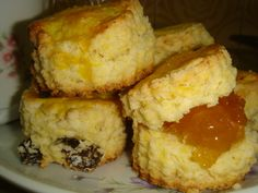 Scones de maizena Pie Recipes, Sweet Recipes, Dessert Recipes, Cooking Recipes, Hispanic Desserts, Decadent Cakes, Pan Dulce, Pastry And Bakery, Eat Dessert First