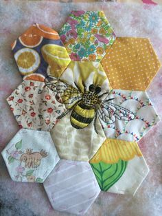 Handicrafts, textile ideas, fabric small fabric projects, what you … - Fabric Crafts for Kids Diy Crafts To Sell, Handmade Crafts, Crafts For Kids, Sell Diy, Kids Diy, Handmade Headbands, Handmade Rugs, Crazy Quilting, Hexagon Quilting