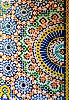 Padrão belíssimo dos azulejos marroquinos. Adoro a combinação das cores, Kasbah Telouet  #kasbah #telouet #morocco
