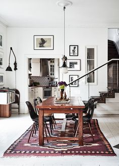 This home, belonging to Swedish photographers Kalle Gustafsson and Sara Bille, is the most idyllic city dwelling - it's a superb mix of vintage charm and modern Scandinavian design Decoration Inspiration, Interior Inspiration, Decor Ideas, Inspiration Boards, Home Theather, Home Interior, Interior Design, Decoracion Vintage Chic, Scandinavian Home