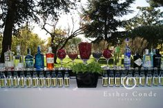 ¿Me invitas a un gin tónic? Gin And Tonic, Diy Wedding, Catering, Buffet, Glass Vase, Table Decorations, Party, Glamour, Home Decor