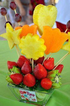 Beautiful deciration with fruit Fruit And Veg, Fruits And Veggies, Fresh Fruit, Fruit Decorations, Food Decoration, Kreative Snacks, Edible Fruit Arrangements, Fruit Creations, Fruit Displays