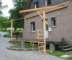 Um die weiteren Proportionen wie Dachneigung und Länge der Kopfbänder, festzulegen wurden provisorisch 2 Balken aufgerichtet.