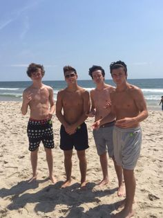 THE DOLAN TWINS ! SHIRTLESS ! WITH FRIEND´S ! SHIRTLESS !