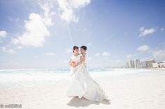 Married couple photoshoot at Krystal Grand Punta Hotel Cancun/ウエディングフォト_クリスタル グランド プンタ カンクン_AkiDemi Photography www.akidemi.com