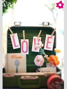 Maletas vintage para decorar tu boda   #boda #decoración