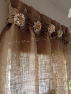 "Té de cortinas de arpillera teñida rosetones - amplia Tabs ""Burlap Curtains- Tea dyed rosettes- Wide Tabs Thank you for stopping by my rustic and chic shop Decoration Shabby, Rustic Decor, Farmhouse Decor, Burlap Curtains, Drapes Curtains, Curtains Living, Nursery Curtains, Yellow Curtains, Striped Curtains"