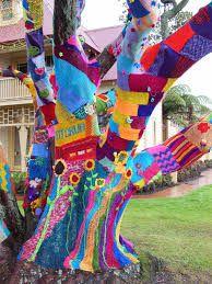 Rotorua yarn bombed tree, I made all of the spiders & the birds nest
