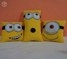 Minion pillows, no pattern, cute idea Cute Pillows, Baby Pillows, Kids Pillows, Throw Pillows, Kids Couch, Minion Pillow, Felt Pillow, Sewing Toys, Sewing Crafts