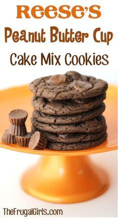Reese's Peanut Butter Cup Cake Mix Cookies Recipe cookies are so simple to make Köstliche Desserts, Delicious Desserts, Dessert Recipes, Yummy Food, Dessert Healthy, Cake Mix Cookie Recipes, Yummy Cookies, Reese's Cookies, Peanut Butter Cups